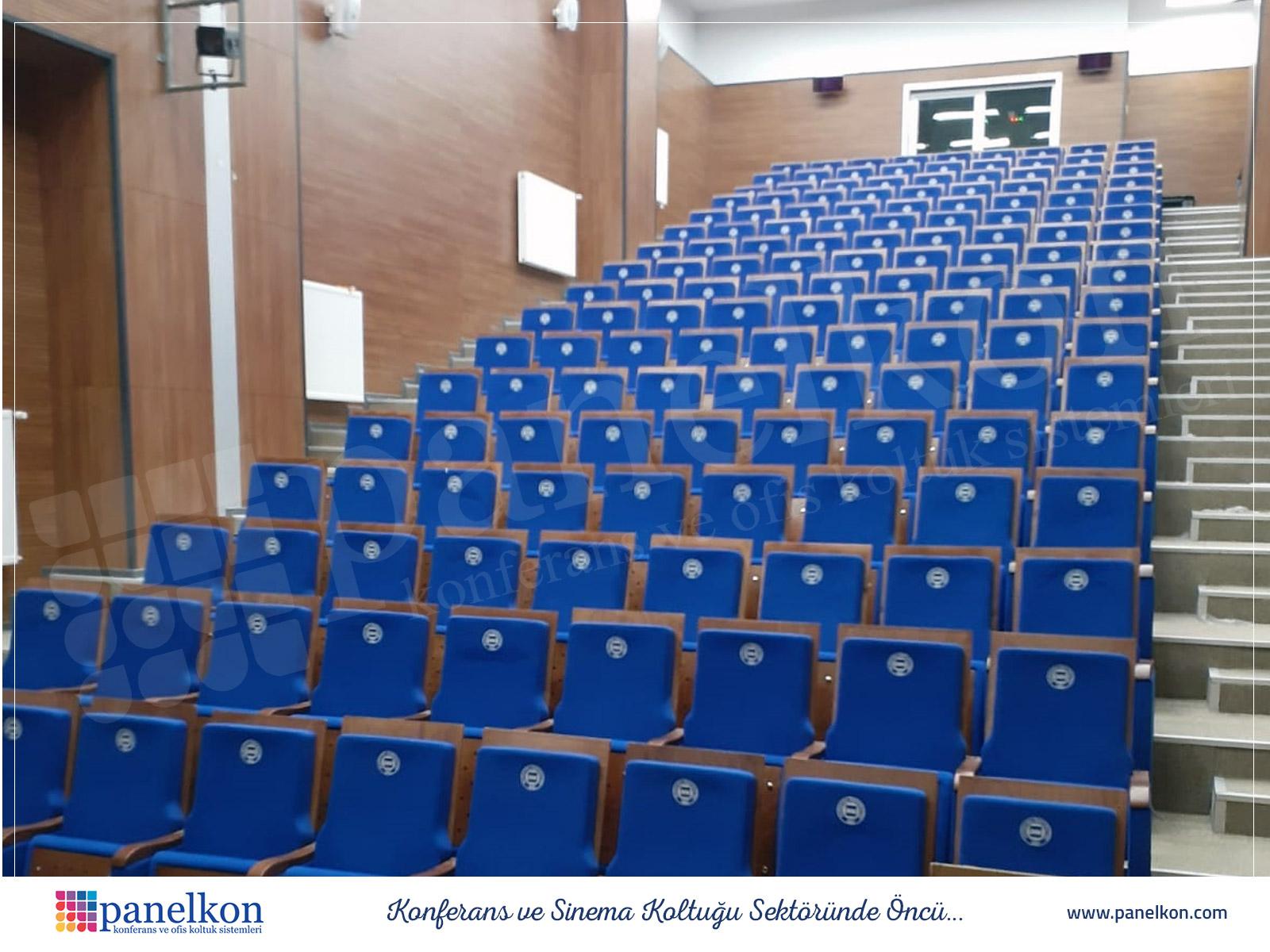 maramara üniversitesi göztepe kampüsü hukuk fakültesi konferans salonu koltukları